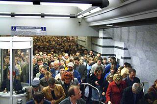 В день открытия станции Парк Победы через неё прошло более миллиона пассажиров !!!