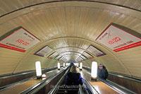 «Остатки сладки»  (Rimanenze BOSCO). Брендирование на эскалаторных сводах метро является очень эффективным средством продвижения предоставляемых товаров и услуг.