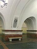 """Станция """"Фрунзенская"""". Станционный зал имеет два ряда стройных пилонов."""