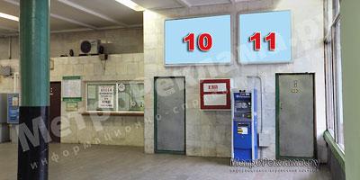 """Рекламные щиты по входу пассажиров на станцию """"Речной вокзал"""""""