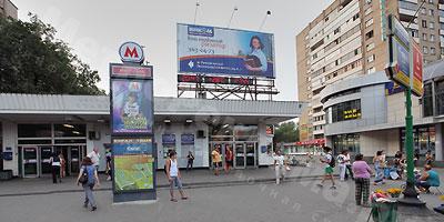 Рекламная установка &quot;Тривижн<sup>&reg;</sup>&quot; на крыше наземного вестибюля станции &quot;Речной вокзал&quot;