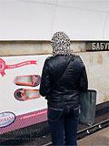 "Станция метро ""Бабушкинская"". Реклама на путевой стене."