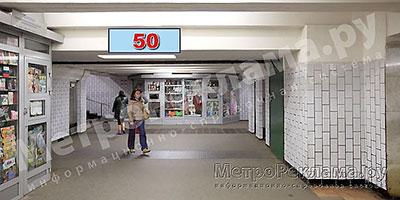 """Станция """"Бабушкинская"""". Южный подземный вестибюль станции. Подуличный переход, потолочная балкапо выходу пассажиров в город. Информационные указателиразмером 1,2 х 0,4 м. Рекламное место № 50"""