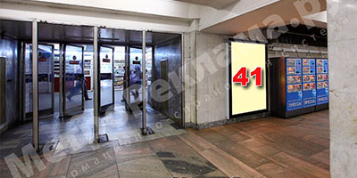 """Станция метро """"Беговая"""". Северный подземный вестибюль. Выход в город на Хорошевское шоссе. Рекламные места - щиты световые №№ 41, 1 размером 1,2 х 1,8 м."""