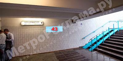 """Станция метро """"Беговая"""". Вестибюль - северный. Выход в город - первый вагон при движении поезда из центра, к 1-му Хорошевскому проезду и ул.Розанова. Место размещения рекламной конструкции - подуличный переход, выход из вестибюля налево в переход, левая стена перехода по выходу в город. Рекламное место - информационный указатель №43 размером 1,2 х 0,4м."""