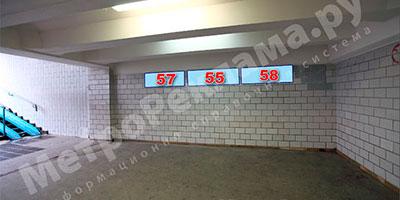 """Станция метро """"Беговая"""". Северный подземный вестибюль. Выход в город на Хорошевское шоссе. Рекламные места - информационные указатели №№ 57, 55, 58 размером 1,2 х 0,4 м."""