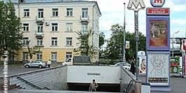 """Ст.метро """"Беговая"""", северный вестибюль. Наружная рекламная установка по адресу Хорошевское шоссе, д.22. Выход в город из первого вагона при движении поезда из центра к 1-му Хорошевскому проезду и ул.Розанова."""