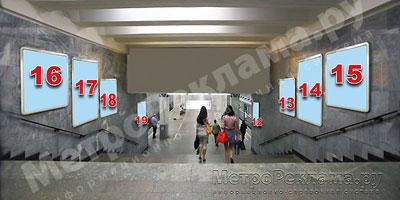 """Станция """"Новогиреево"""". Северный подземный вестибюль станции. Лестница по входу/выходу пассажиров из станционного зала в подземный вестибюль. Несветовые щиты, рекламные места №№ 12, 13, 14,15, 16, 17, 18, 19"""