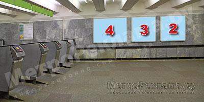 """Станция """"Новогиреево"""". Южный подземный вестибюль станции. Несветовые щиты, рекламные места №№ 2, 3, 4. Хороший обзор по выходу пассажиров в город."""