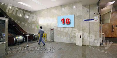 """Рекламный щит по выходу пассажиров в город на станции """"Нагатинская"""""""
