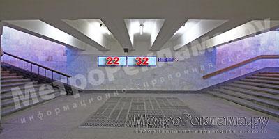 """Северный вестибюль станции  """"Марьино"""". Выход из поуличного перехода на ул. Люблинская. (чётная сторона), и Новомарьинская. Указатели на торцевой стене №№ 22, 32"""