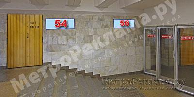 """Южный вестибюль станции  """"Марьино"""". Подуличный переход, информационные указатели №№ 54, 56. правая сторонаа по выходу пассажиров в город"""