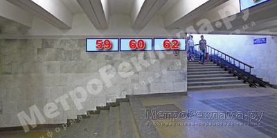 """Южный вестибюль станции  """"Марьино"""". Подуличный переход, информационные указатели №№ 59, 60, 62. левая сторонаа по выходу пассажиров в город"""