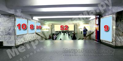"""Южный подземный вестибюль станции  """"Марьино"""". Лестница по входу/выходу пассажиров из станционного зала в подземный вестибюль."""