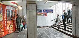 Реклама в метро. Щиты в подуличных подземных переходах, непосредственно связанных с вестибюлями станций Московского метро.