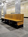 """Станция """"Сокольники"""". Станционный зал, скамья для пассажиров."""