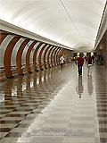 """Станция метро """"Парк Победы"""". Южный станционный зал. Оборудован четырёхленточным эскалатором для выхода пассажиров в город."""