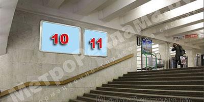 """Станция """"Бабушкинская"""". Северный подземный вестибюль станции. Лестница по входу/выходу пассажиров из станционного зала в подземный вестибюль. Несветовые щиты, рекламные места№№10, 11."""