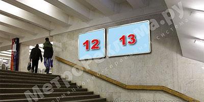 """Станция """"Бабушкинская"""". Северный подземный вестибюль станции. Лестница по входу/выходу пассажиров из станционного зала в подземный вестибюль. Несветовые щиты, рекламные места №№12, 13"""