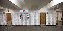 """Станция """"Бабушкинская"""". Южный подземный вестибюль станции. Подуличный переход, правая стена по выход пассажиров в город. �нформационные указатели размером 1,2 х 0,4 м. Рекламное место № 52."""