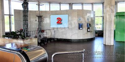 """Станция """"Ботанический сад"""". Южный наземный вестибюль станции. Несветовой щит, рекламное место № 2. Хороший обзор по выходу пассажиров в город"""