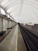 """Станция метро """"Дубровка"""". Путевая платформа для приёма и отправления метропоездов  в сторону центра города."""